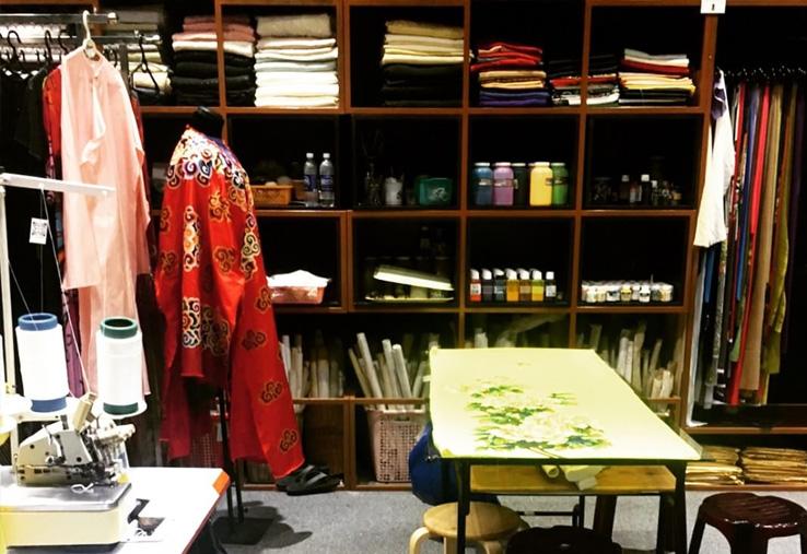 Bộ sưu tập Áo Dài Vương Triều của nhà thiết kế Sĩ Hoàng